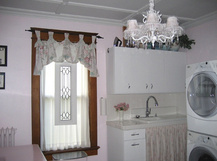 Vintage Laundry Room Decor With Vintage Basket Laundry Room