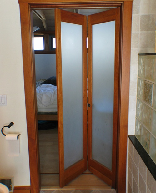 Amazing and stylish bathroom doors for small spaces for Bathroom door ideas for small spaces