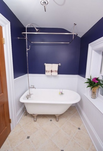 Navy blue and white paint color for small bathroom Navy blue and white bathroom