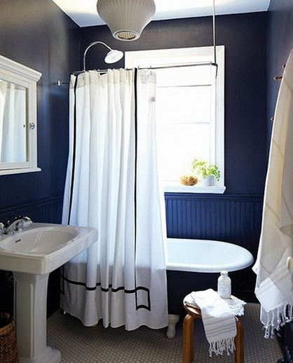 Blue and brown bathroom color for small bathroom wall for Small bathroom navy