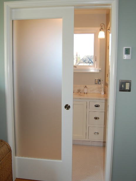 Bathroom doors for small spaces - Amazing And Stylish Bathroom Doors For Small Spaces Decolover Net