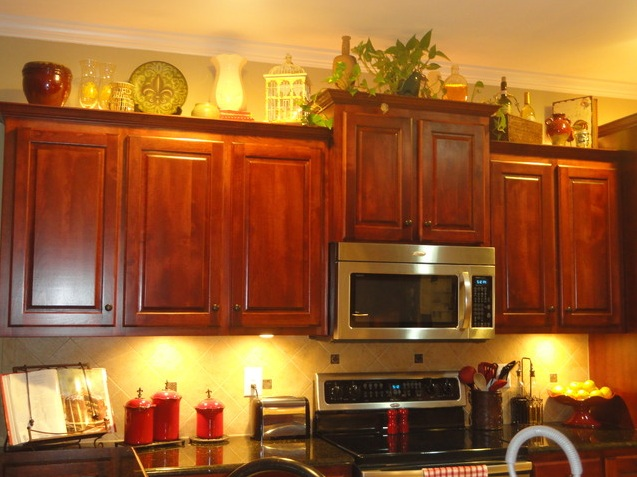 Decorating above kitchen cabinets tuscan style How to decorate top of cabinets