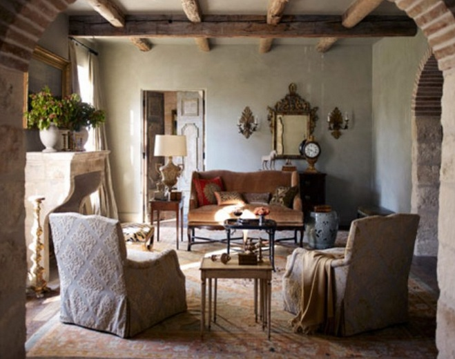 Farmhouse living room decorating ideas for your home for Antique decorating ideas living room
