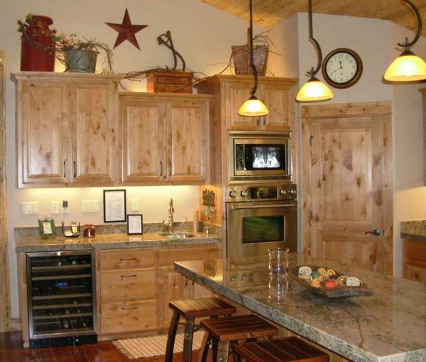 Rustic decorating above kitchen cabinets - Decolover.net