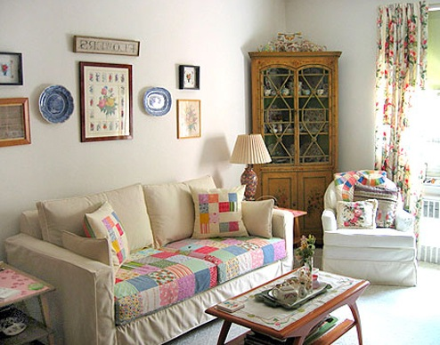 Shabby Chic Living Room Decor With Colorful Chair Sofa Covers