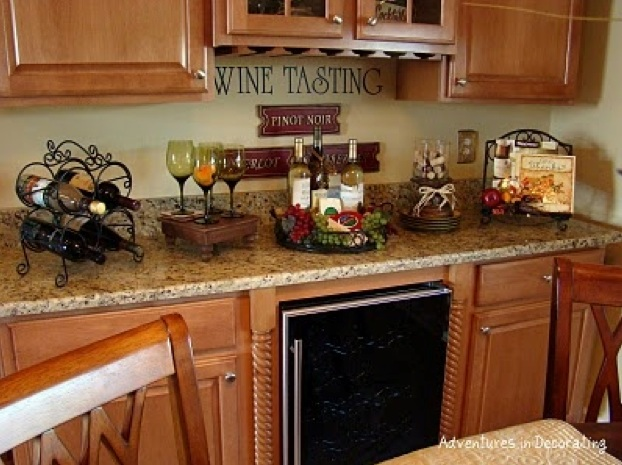 Wine themed kitchen paint ideas for Design ideas for family room kitchen area