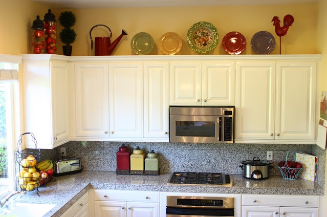 Decorating above kitchen cabinets tuscan style How to decorate the top of your kitchen cabinets