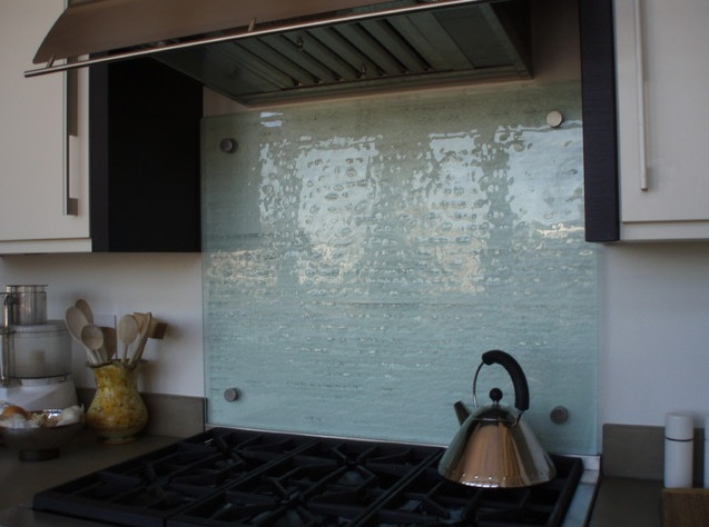 Clear Glass Backsplash For Kitchen With Beautiful Texture