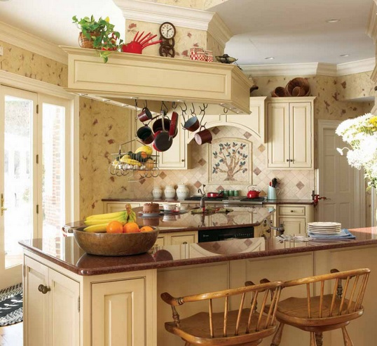 Italian Kitchen Decor With Vintage Kitchen Wallpaper