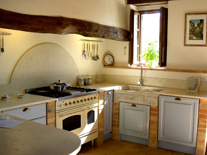 Italian Kitchen Decor With Wooden Logs Accent Kitchen