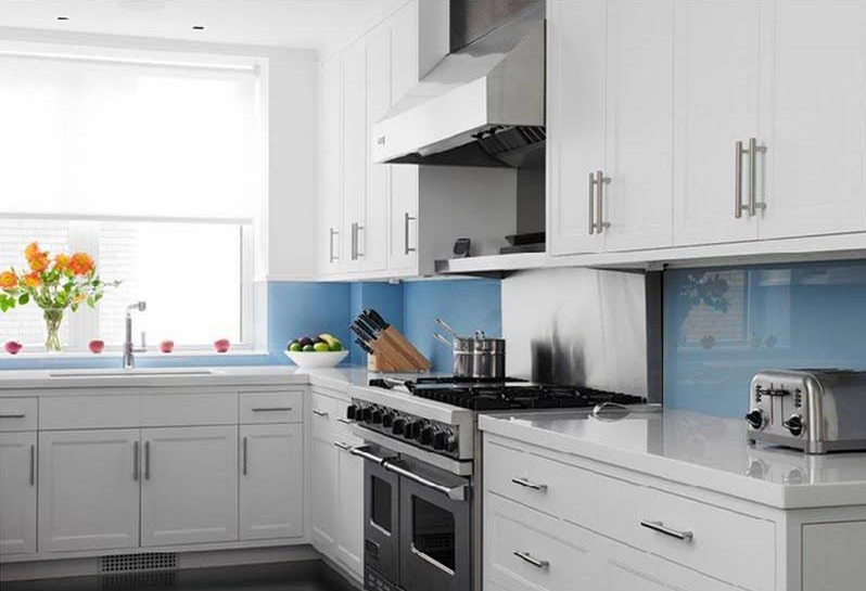 Clear glass backsplash for kitchen with beautiful texture for Light blue kitchen backsplash