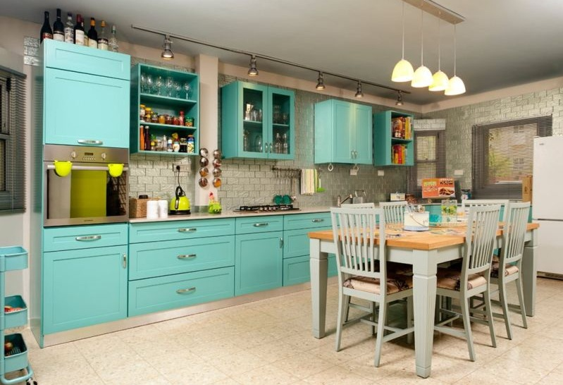 Turquoise kitchen decor with turquoise cabinet | Decolover.net