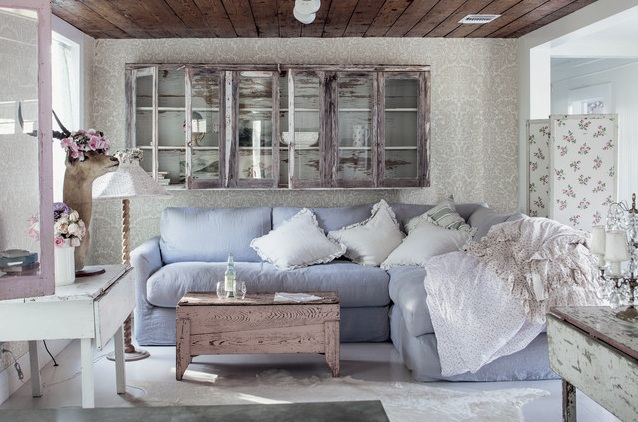 Country Chic Living Room Ideas With Brown Leather Sofa