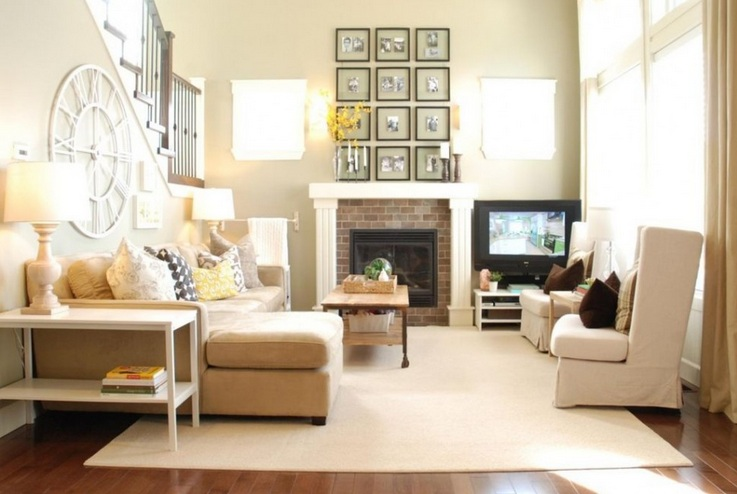 Country Chic Living Room Design With Light Brown Furniture And Carpet