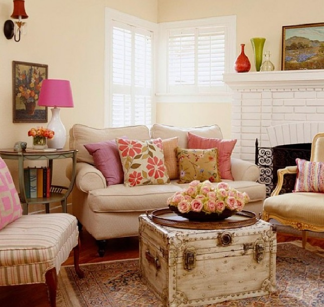 30 country chic living rooms for modern antique feel for Vintage chic living room ideas
