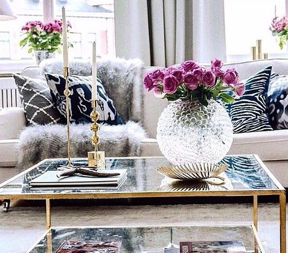 Living room table decoration ideas with globe crystal vase ...