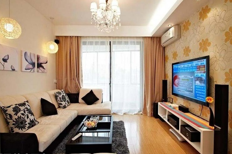 Small tv room ideas ways to make your tv room looks for Tv room sofa
