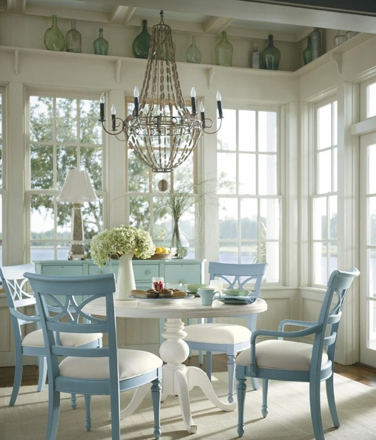 Country Dining Room: Country Dining Room Decor With Antler Chandeliers