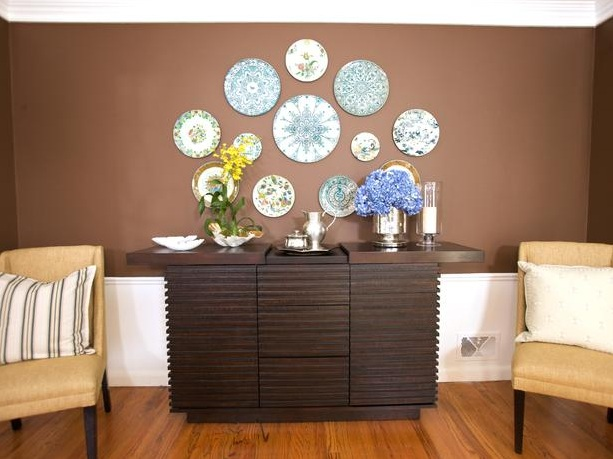 Dining room buffet decorating ideas with round decorative