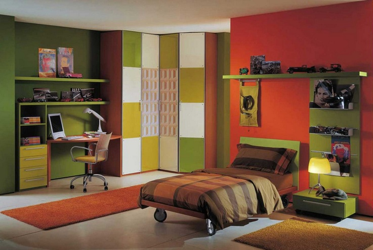 Red and dark green wall paint for boys bedroom | Decolover.net