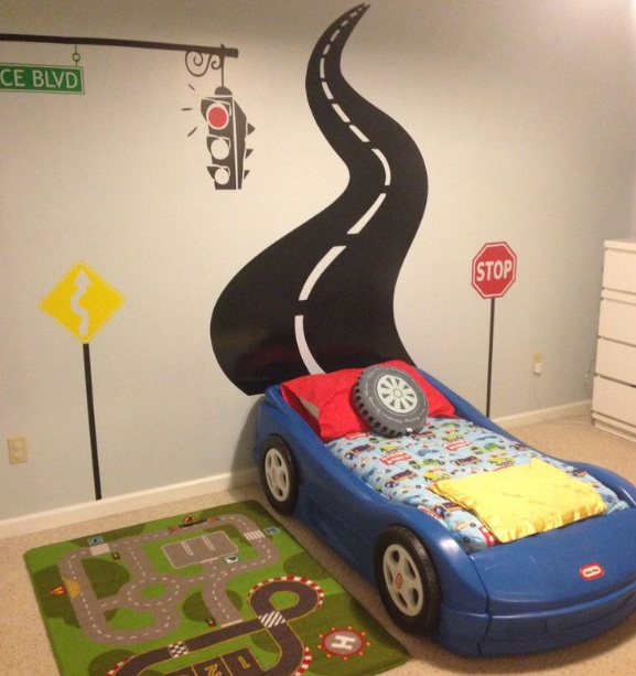 Toddler room ideas for boys with airplane room decor for Places to get room decor
