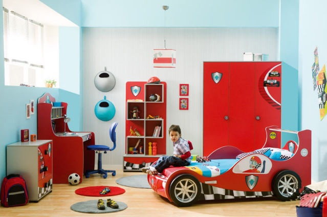 Toddler room ideas for boys with go kart room decor | Decolover.net