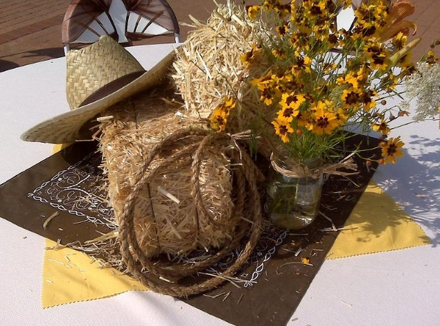 ... Cowboy centerpiece ideas with hat and hay bales ... & Cowboy centerpiece ideas with boot flower vase - Decolover.net
