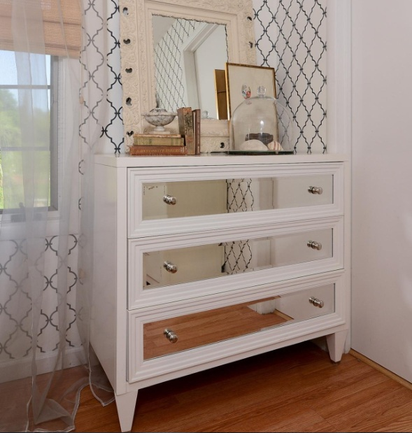 Captivating Dresser Ideas For Small Bedrooms With Mirrored Drawers