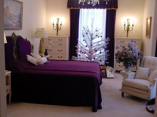Purple vintage bedroom with deep purple bedding sets for Deep purple bedroom ideas