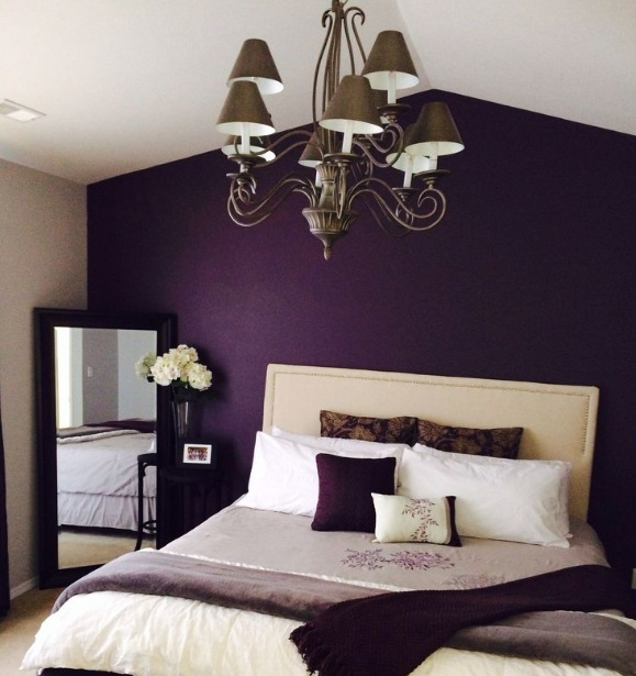 Painting A Room With Purple Accent Wall: Purple Vintage Bedroom With Floral Pattern
