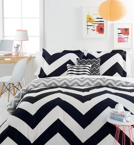 Quilts for master bedroom with black and white zigzag motift ...