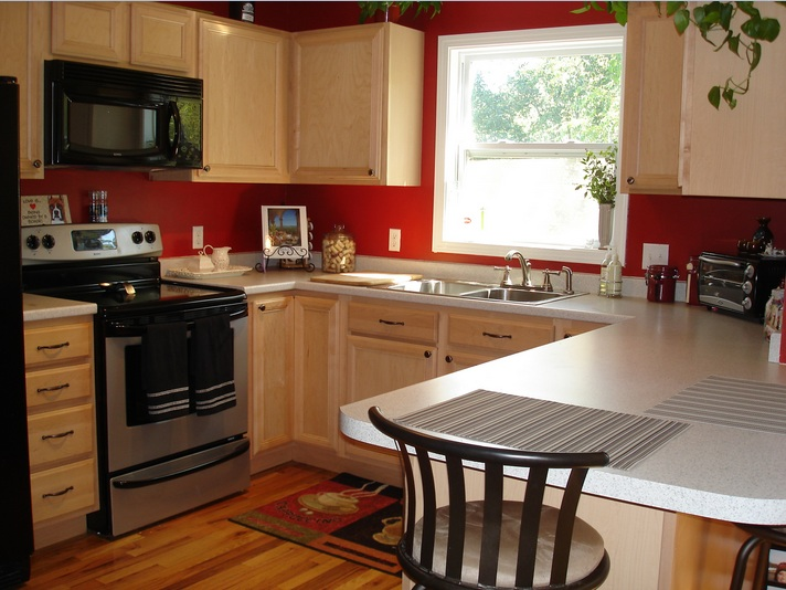 Chili pepper kitchen decorating themes with red wall color ...