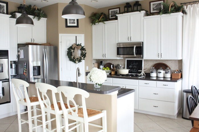 Greenery Above Kitchen Cabinet Ideas To Give A Fresh Look To Your Kitchen