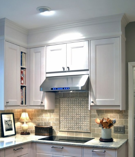 Kitchen bulkhead decorating ideas with trims molding for Kitchen molding ideas