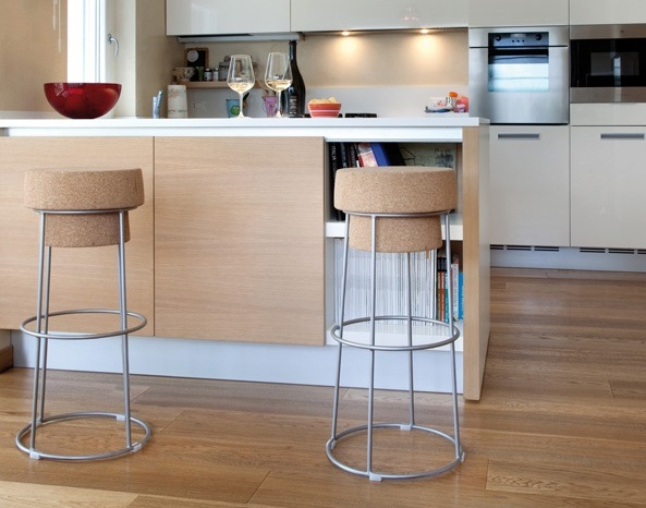 wine themed kitchen decorating ideas with wine bottle