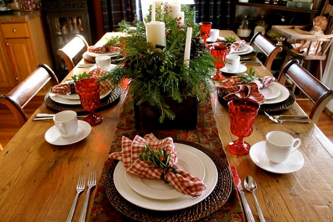 Italian table decorations with red and white checkered