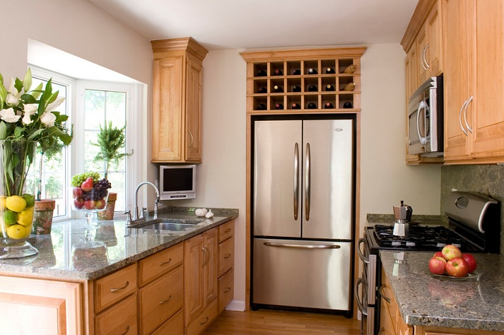 Small Kitchen Colors With Oak Cabinets
