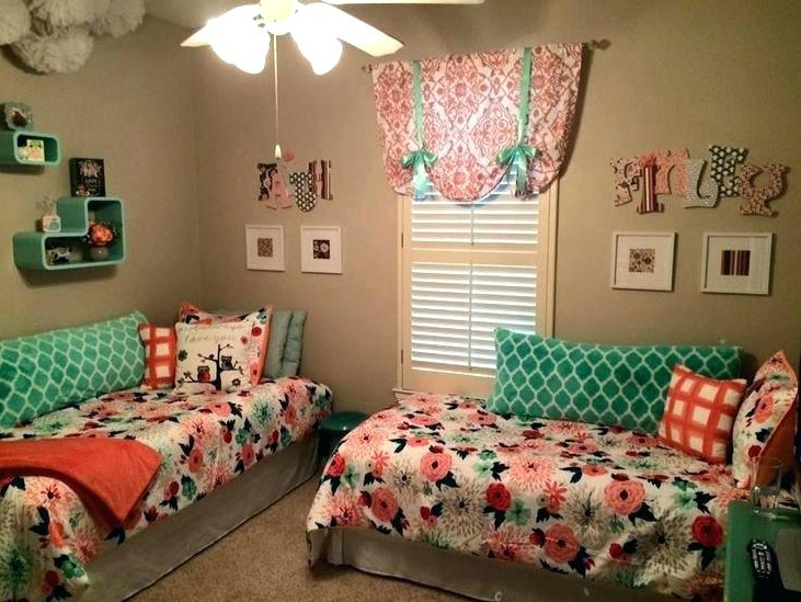 Arrangement 2 twin beds in small room with separated an l - How to arrange a small bedroom with a queen bed ...