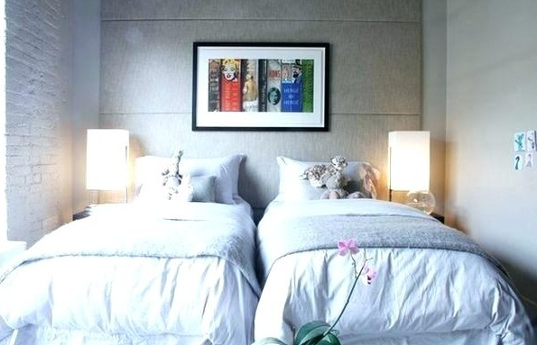 Arrangement 2 Twin Beds In Small Room With Separated An L
